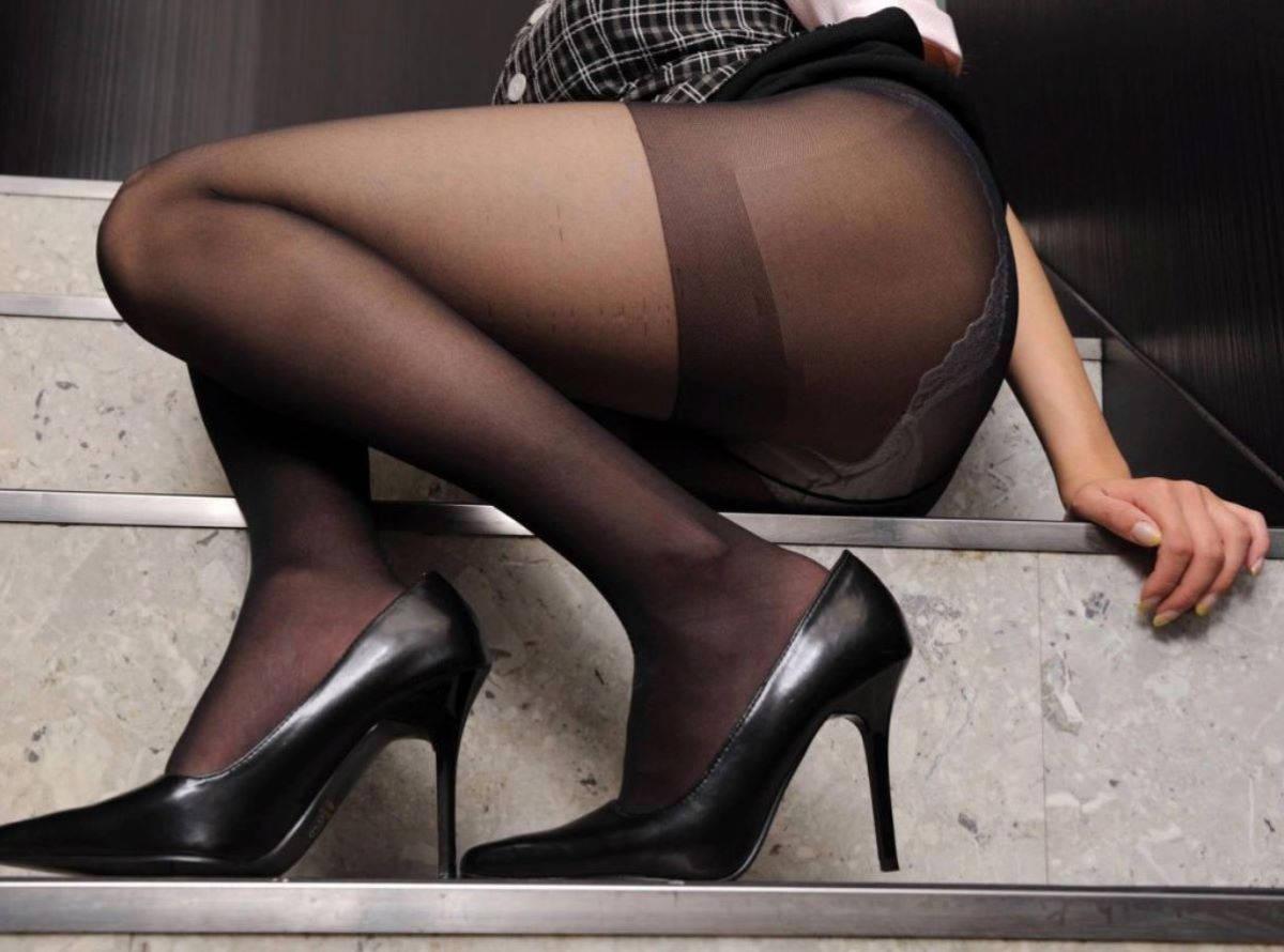 黒パンストの美脚
