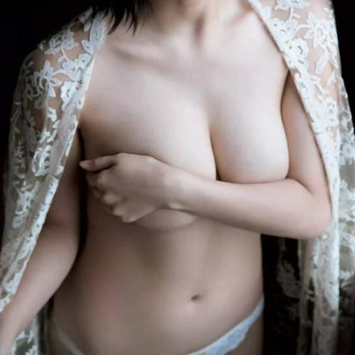 巨乳手ブラ