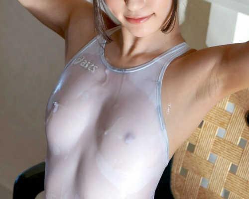 綺麗な女性の脇