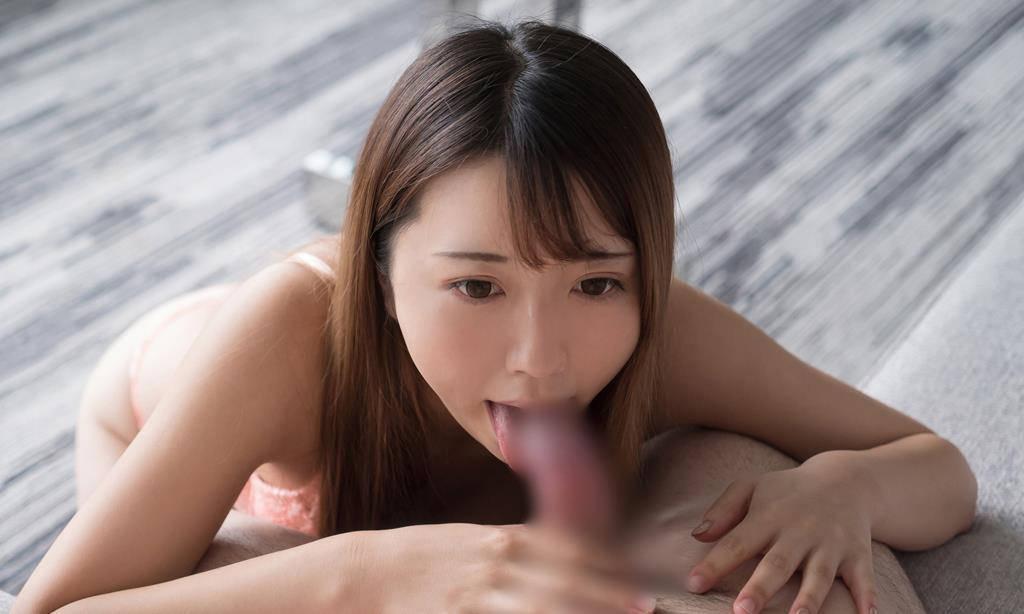 亀頭を舐めるフェラチオ