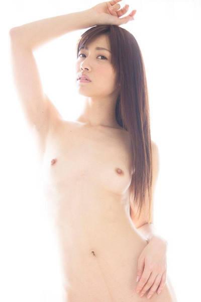 髪の長いロングヘア女性