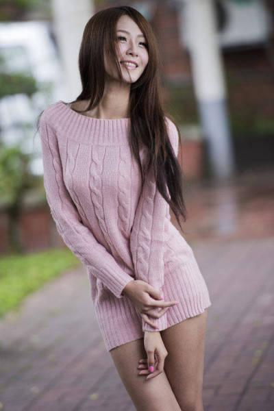 着衣の私服AV女優