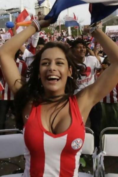 スポーツ観客女性のおっぱい