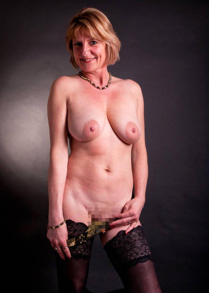 垂れ乳巨乳熟女