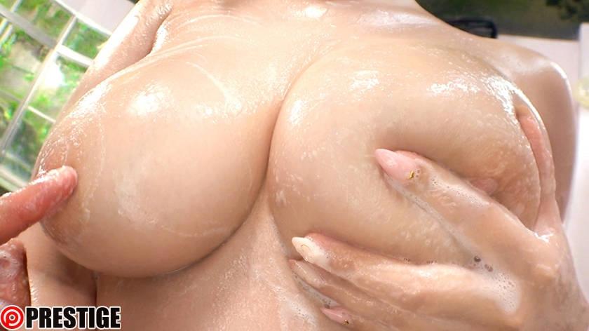 巨乳おっぱいの乳揉み
