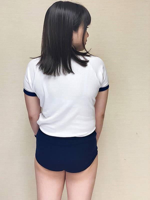 立ち女性の体操着やブルマのお尻
