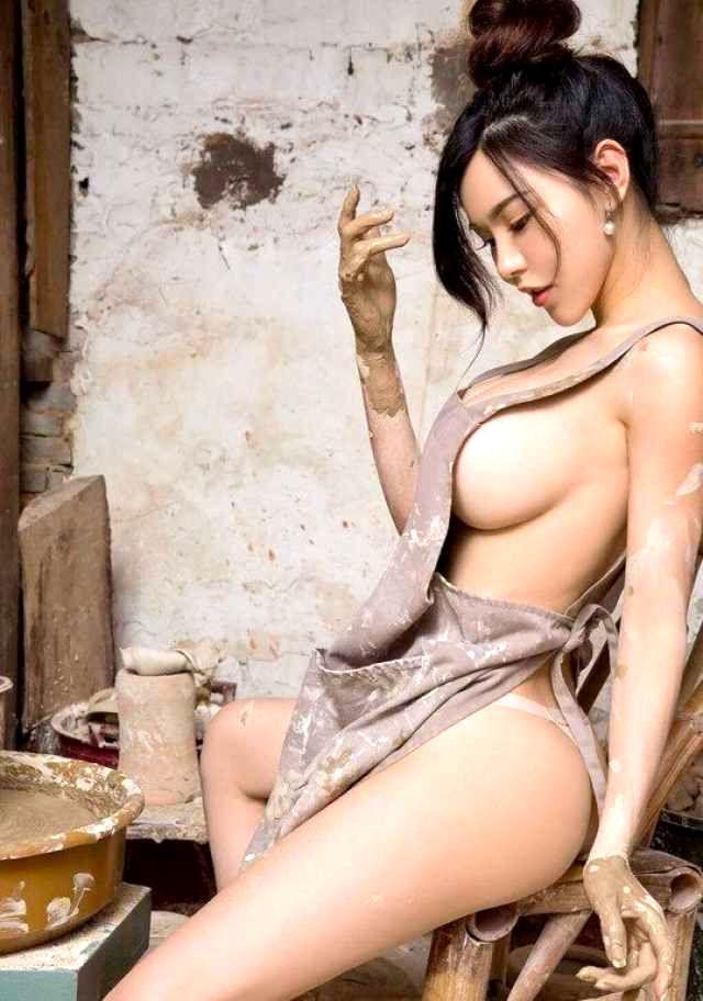 着衣の横乳