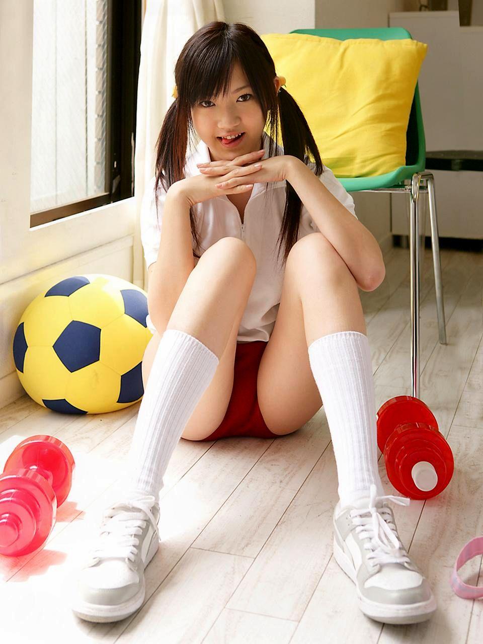 体育座りノブルマ女子