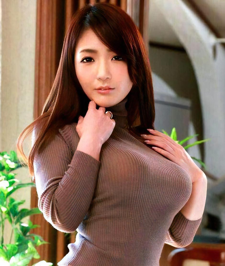 ニット巨乳女子