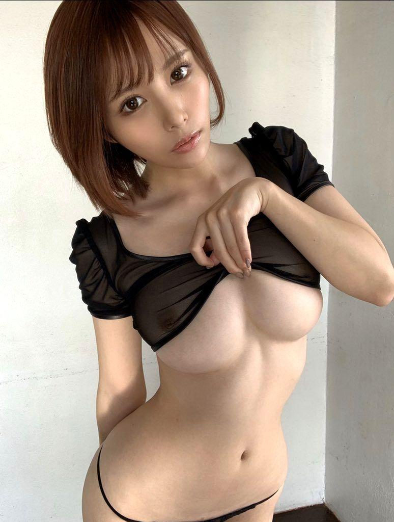 巨乳の下乳