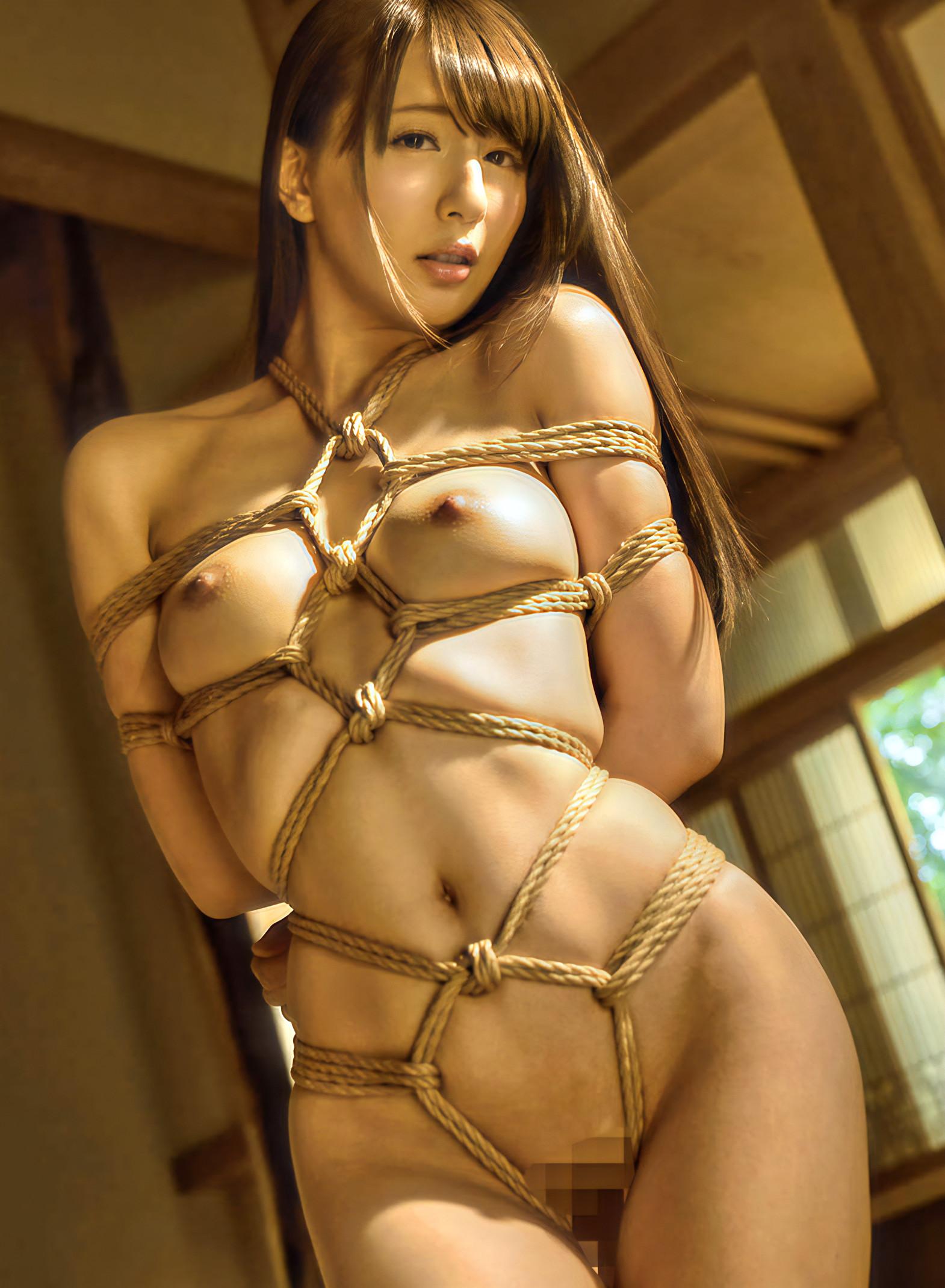 縄で縛るSM緊縛