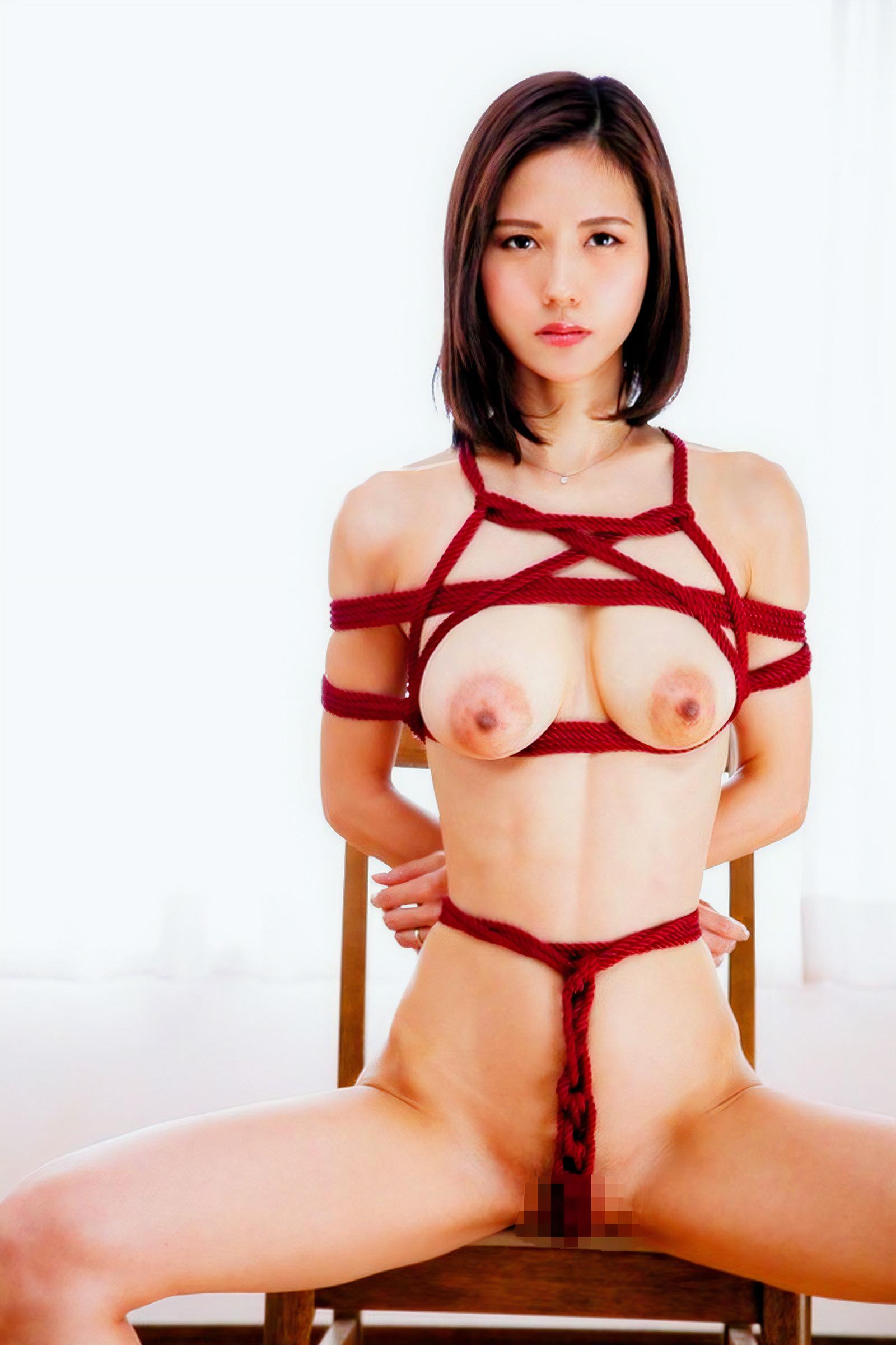 赤い縄の緊縛