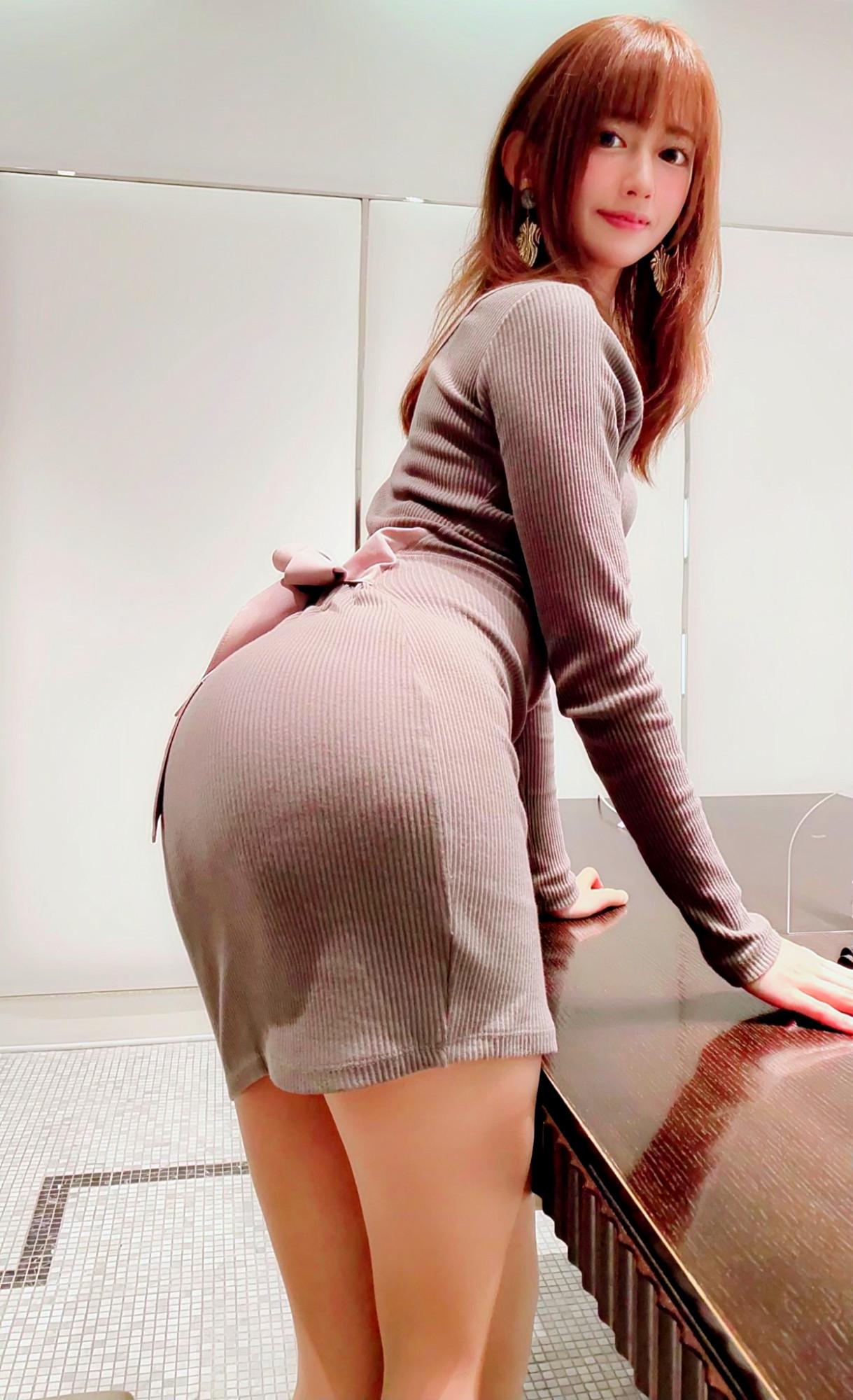 タイトスカートのお尻